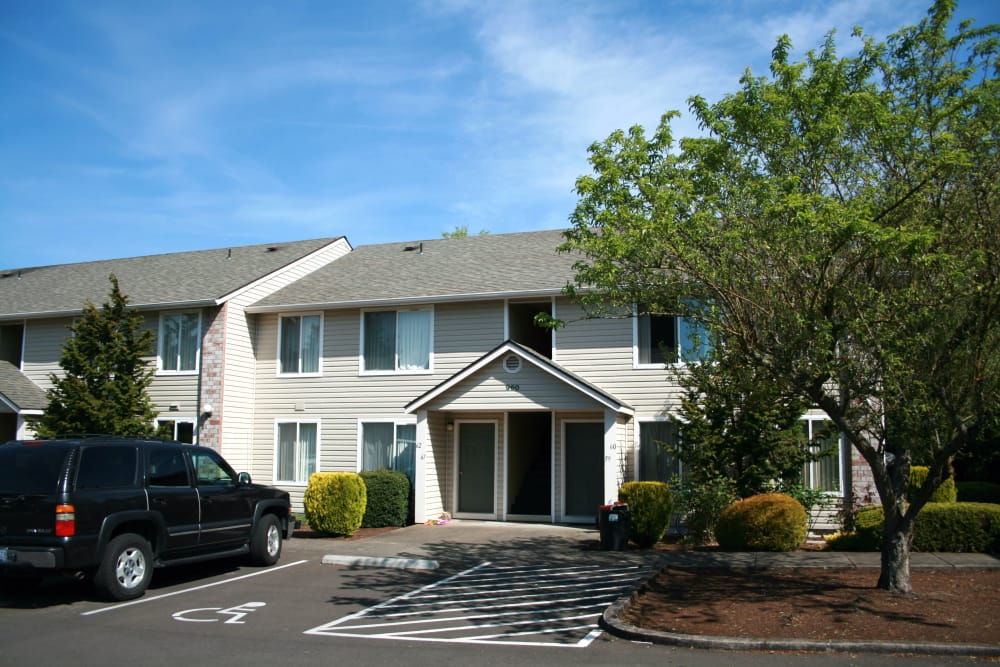 Exterior view of our apartments at Pacific Crest in Silverton, Oregon