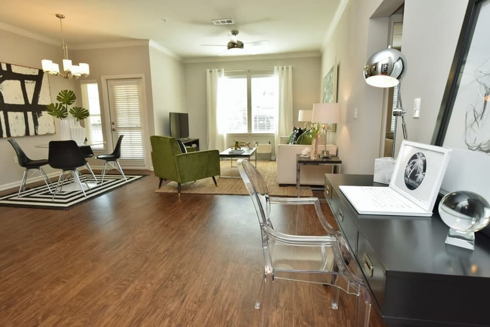 Park Rowe Village at Perkins Rowe offers a spacious living room in Baton Rouge, Louisiana