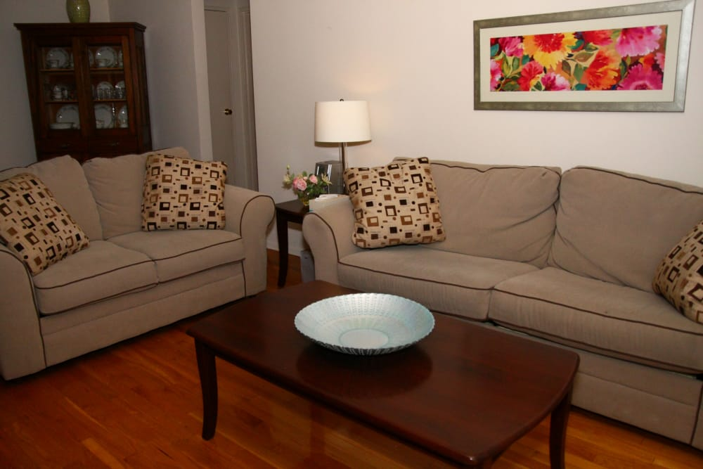 Alternative view of a living room at Pompton Gardens
