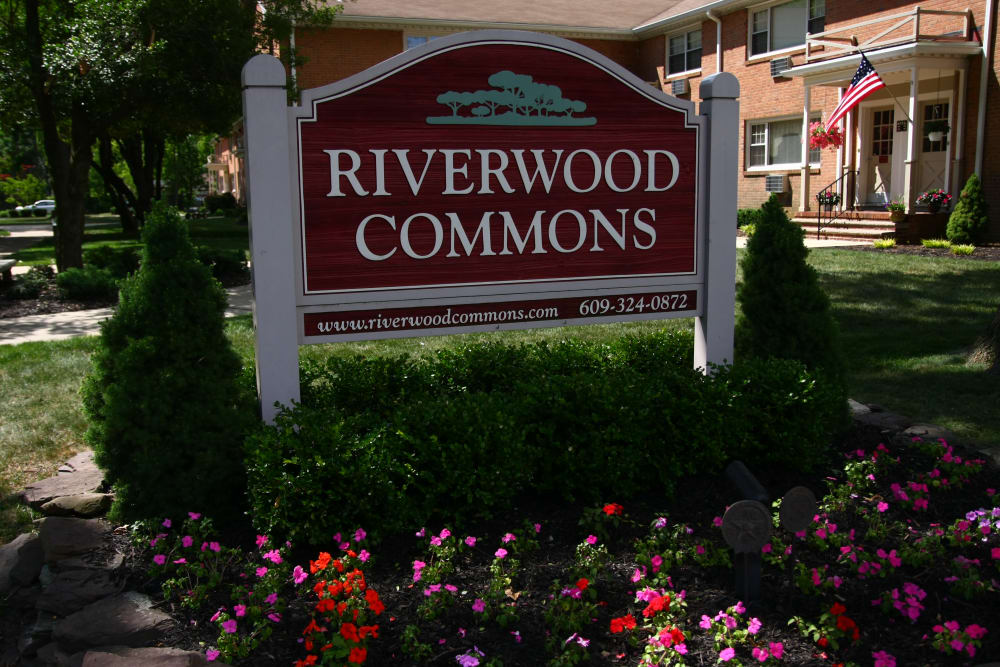 Riverwood Commons sign