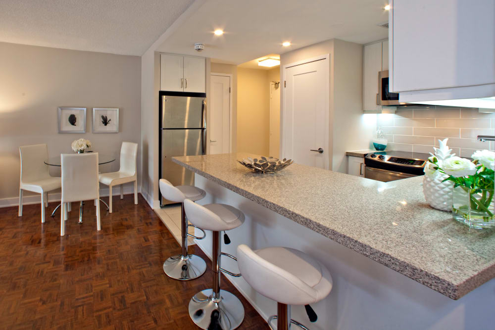 Kitchen with breakfast bar at Residences on Bloor