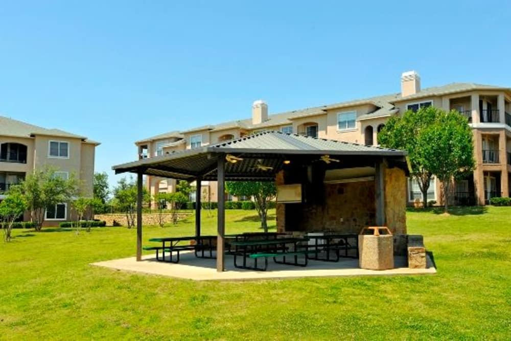 Barbecue area at Ballantyne Apartments in Lewisville, Texas