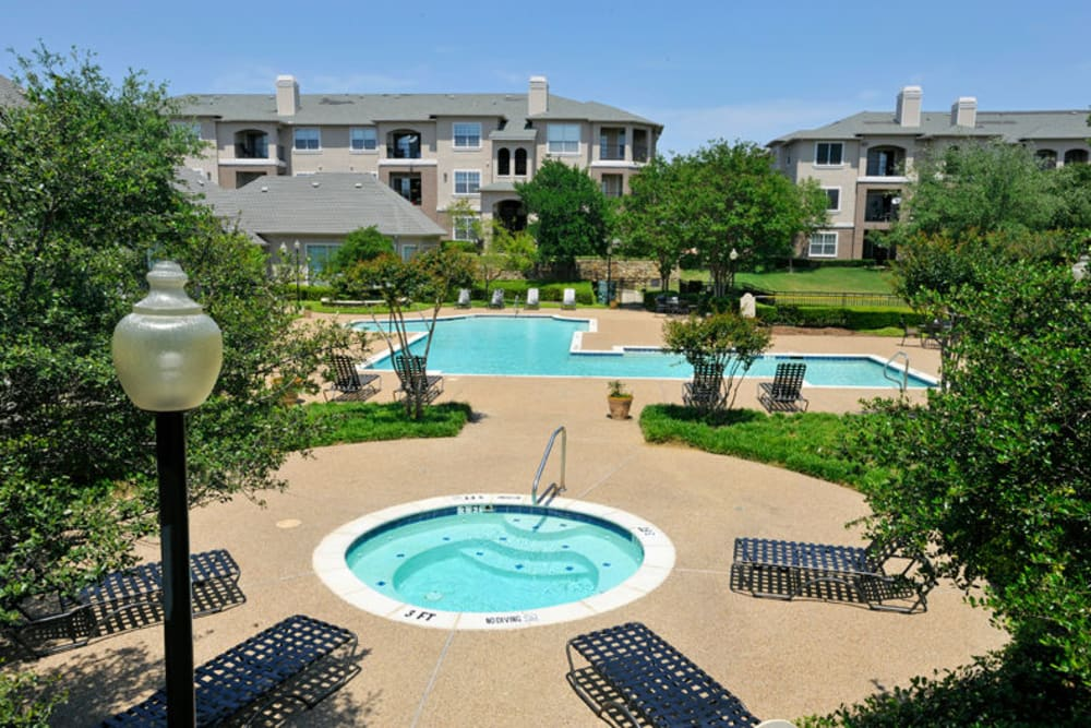 Swimming pool and spa at Ballantyne Apartments in Lewisville, Texas