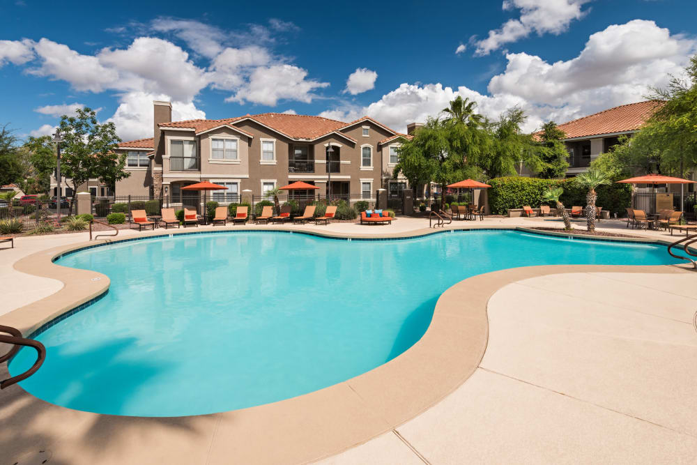 Villas on Hampton Avenue offers a luxury swimming pool in Mesa, Arizona