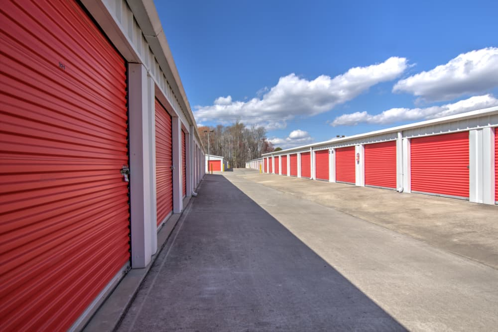 Wide drive ways at Prime Storage in Longs, South Carolina