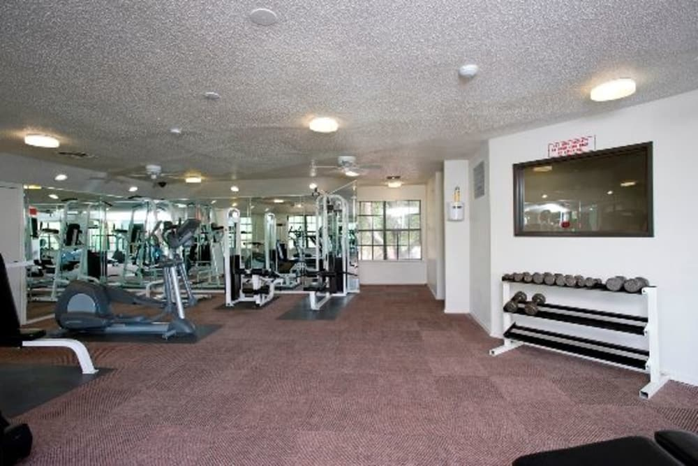 Carrollton Park of North Dallas in Dallas, Texas have a state-of-the-art fitness center