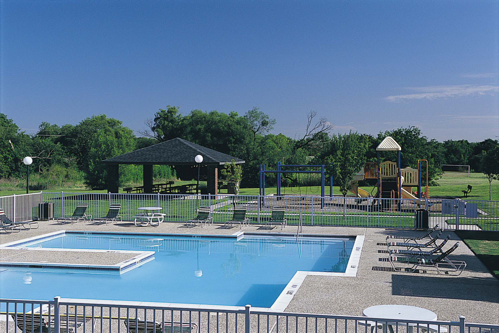 Carrollton Park of North Dallas in Dallas, Texas has a state-of-the-art swimming pool