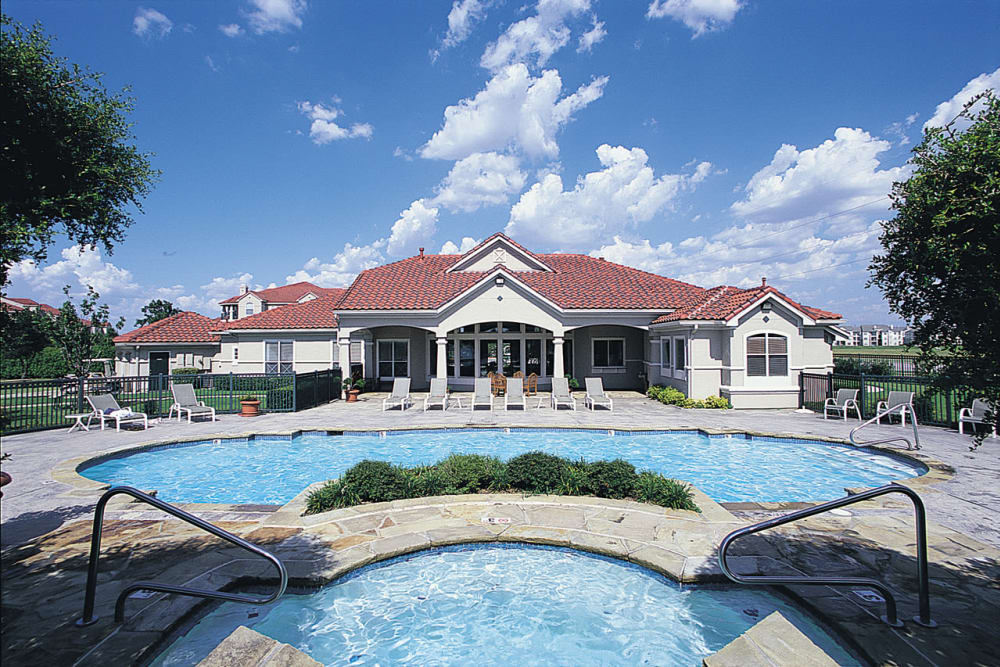 Swimming pool at Crescent Cove at Lakepointe in Lewisville, Texas