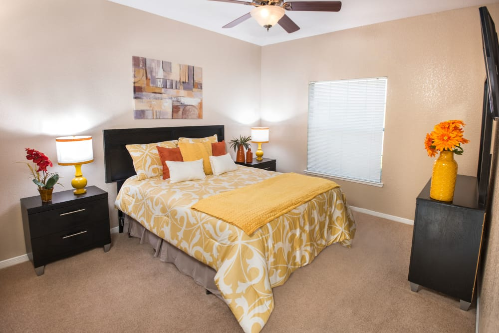 Crescent Cove at Lakepointe offers a cozy bedroom in Lewisville, Texas