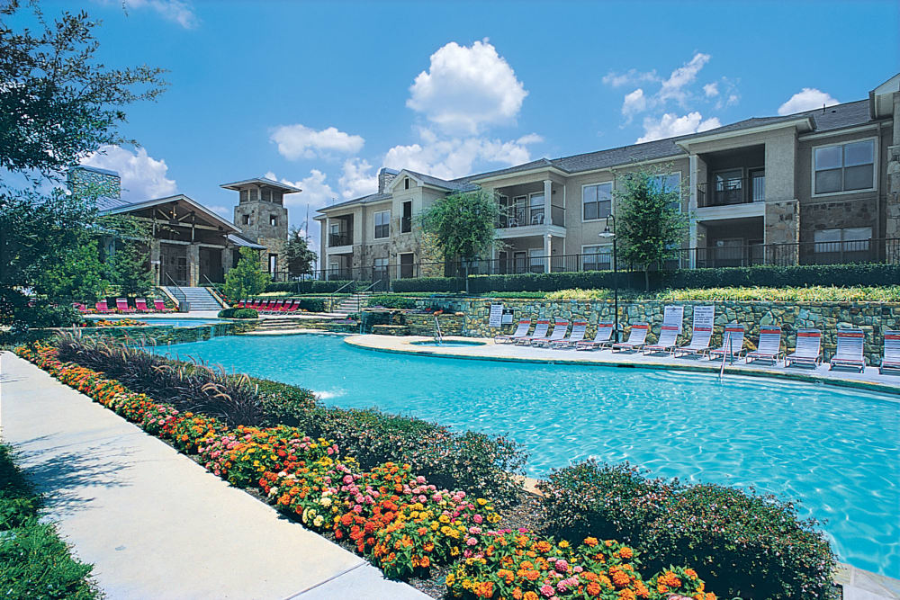 Outside view at El Lago Apartments in McKinney, Texas