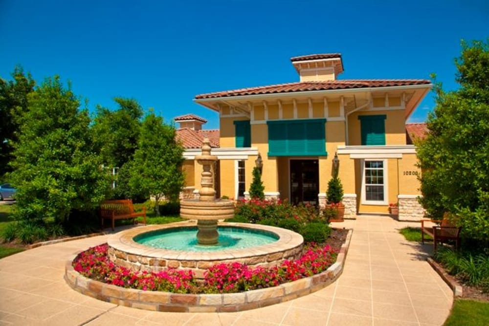 Luxury entrance fountain at Estancia at Ridgeview Ranch in Plano, Texas