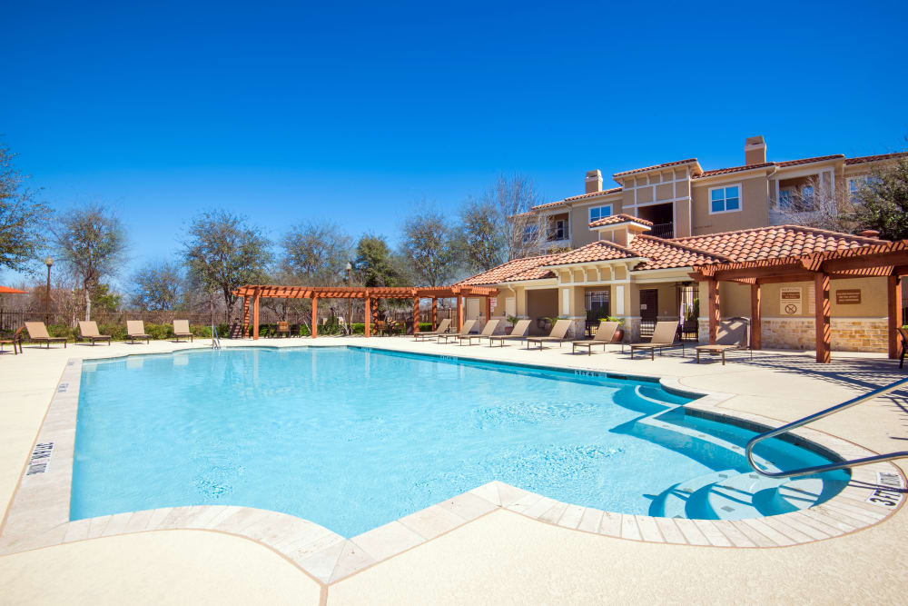 Estancia at Ridgeview Ranch offers a luxury swimming pool in Plano, Texas