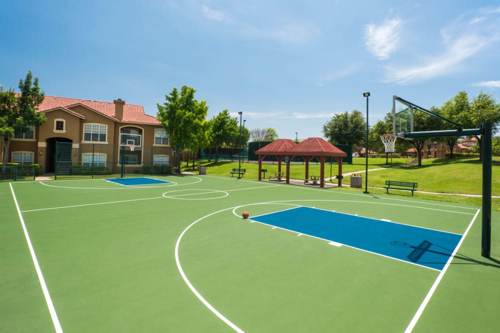 Basketball court at Estates on Frankford in Dallas, Texas
