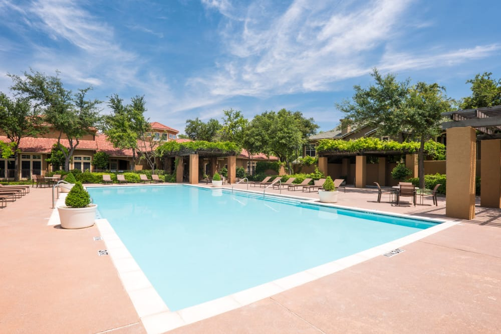 Luxury swimming pool at apartments in Dallas, Texas