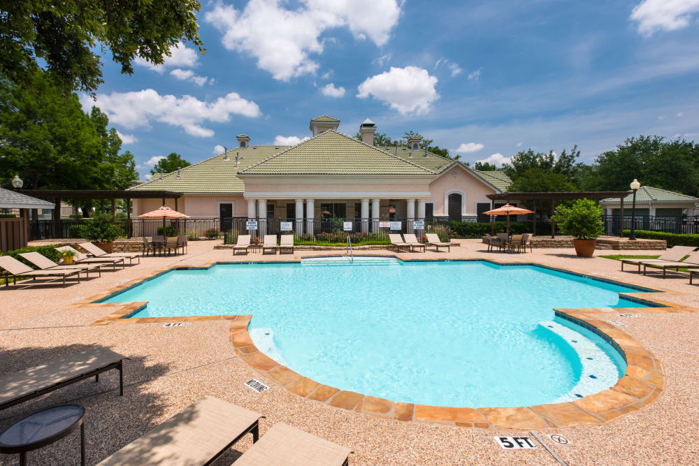 Spacious swimming pool at apartments in Farmers Branch, Texas