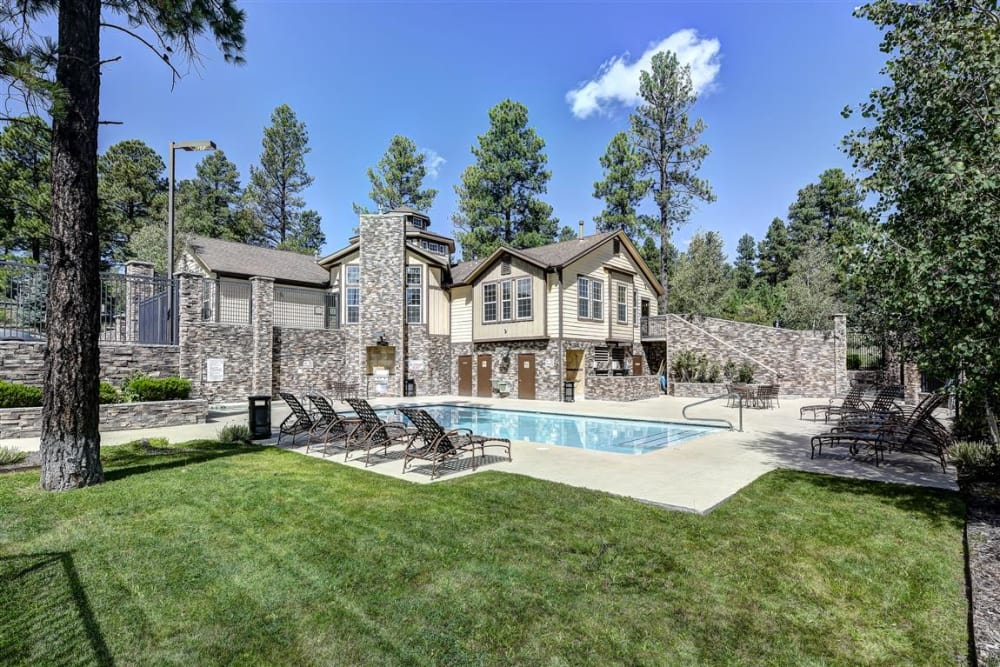 Swimming pool and beautifully maintained landscaping at Sterling Pointe in Flagstaff, AZ