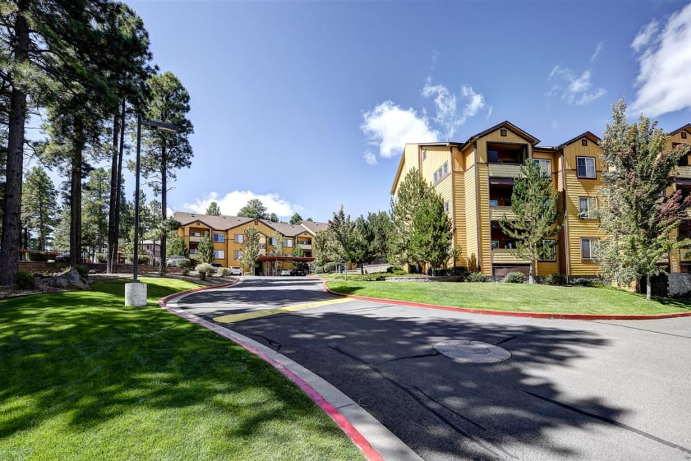 View of the grounds and resident buildings at Sterling Pointe in Flagstaff, AZ