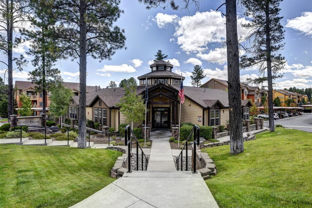 Exterior view of the resident clubhouse at Sterling Pointe in Flagstaff, AZ