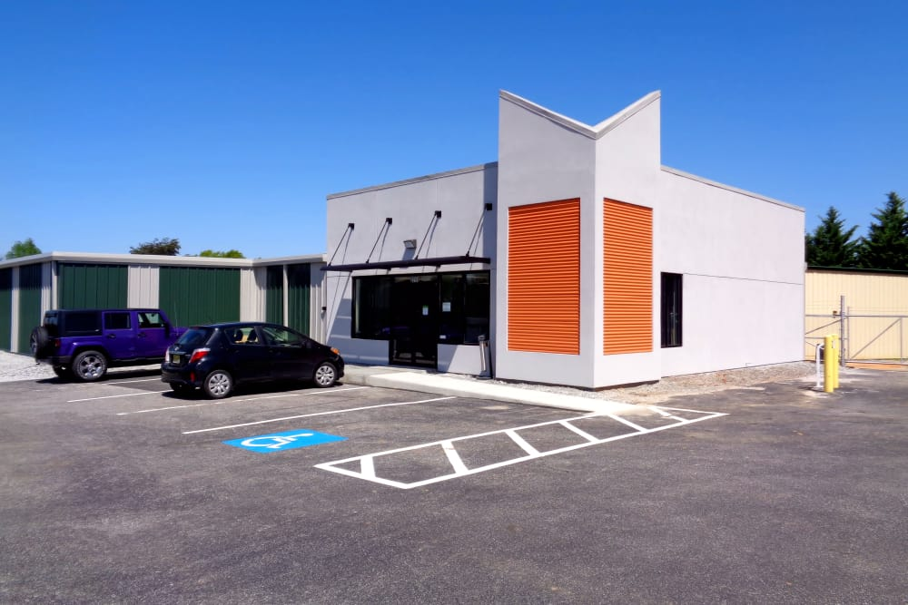 Leasing office and parking at Prime Storage in Simpsonville, South Carolina