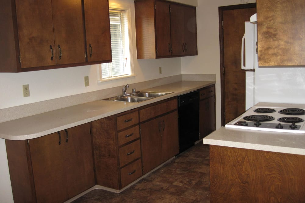 Shasta Park offers a spacious kitchen in Eugene, Oregon