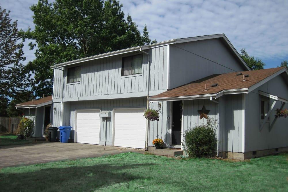 Exterior of apartments at Shasta Park in Eugene, Oregon