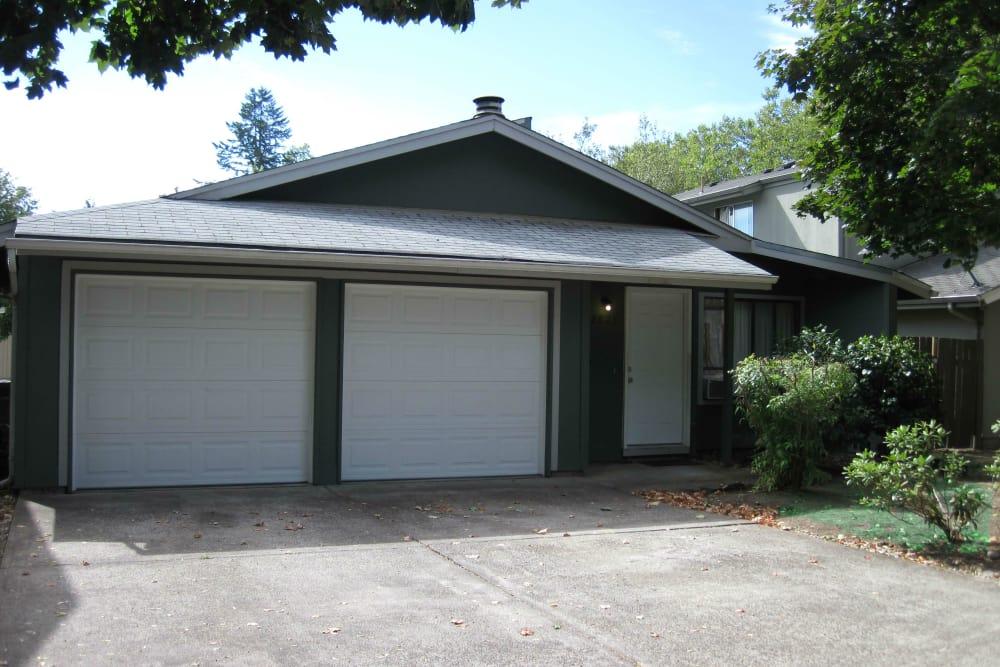 Garage at Shasta Park in Eugene, Oregon