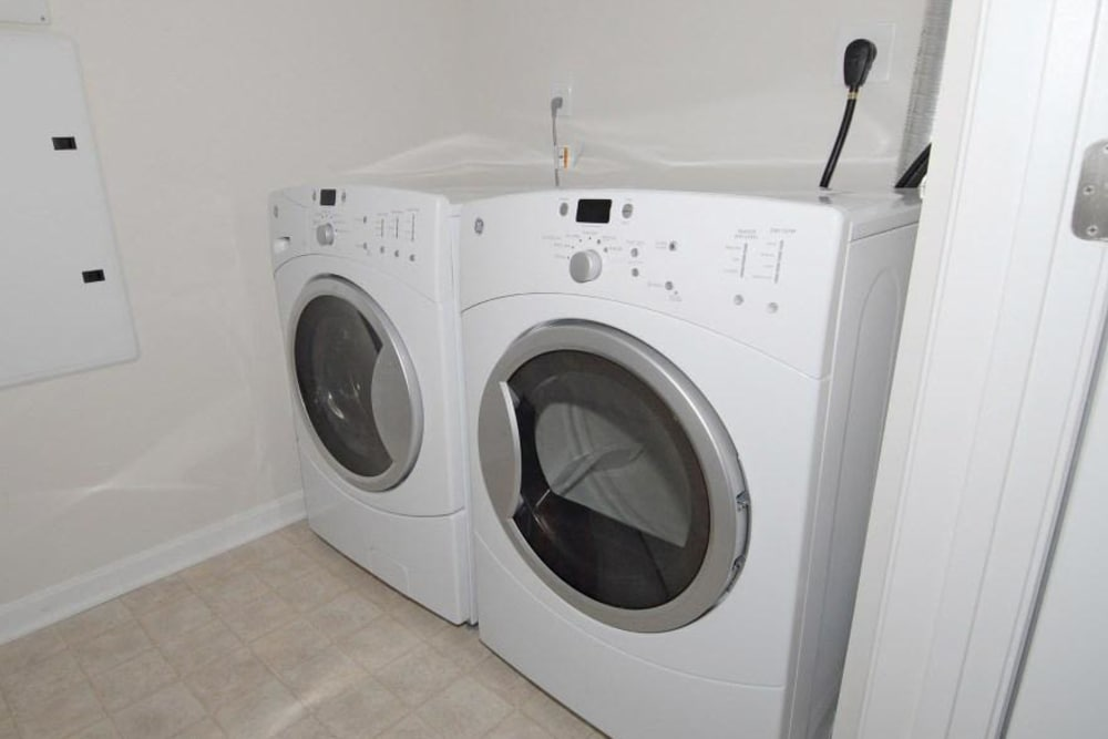 Modern apartments with a washer and dryer in Ellicott City, Maryland