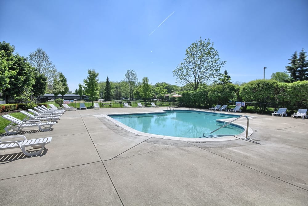 Patio and pool at Legends Fox Creek in Clarkston, MI