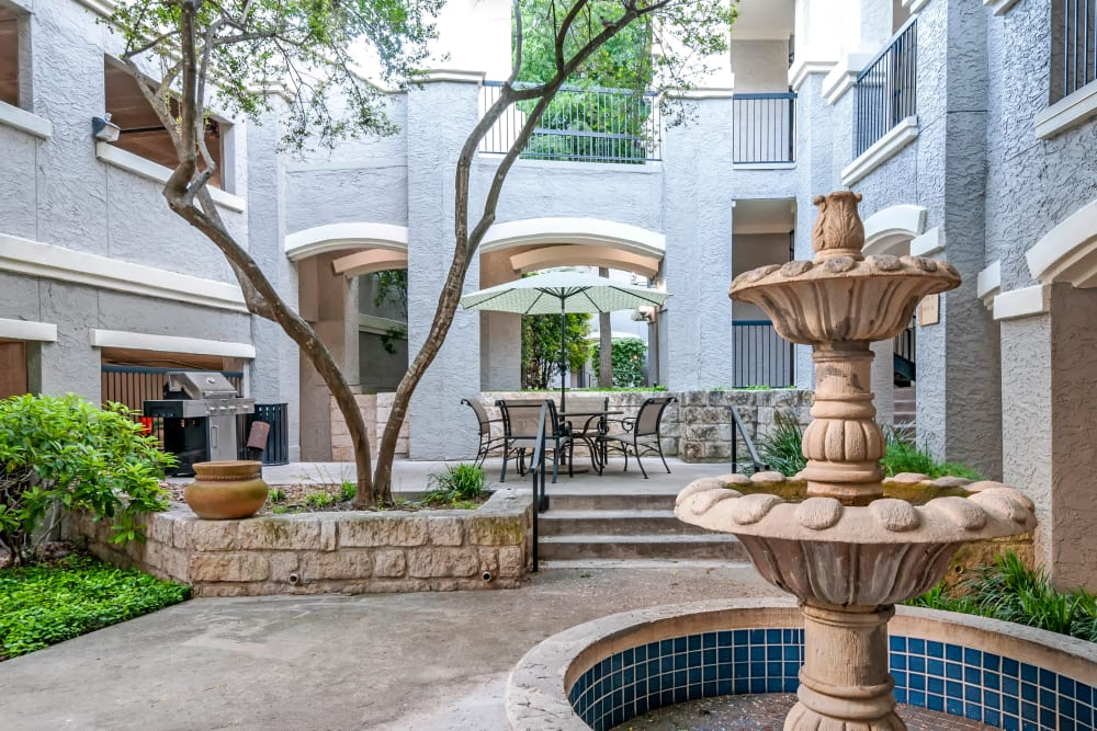 Courtyard at Meridian Apartments in San Antonio, Texas