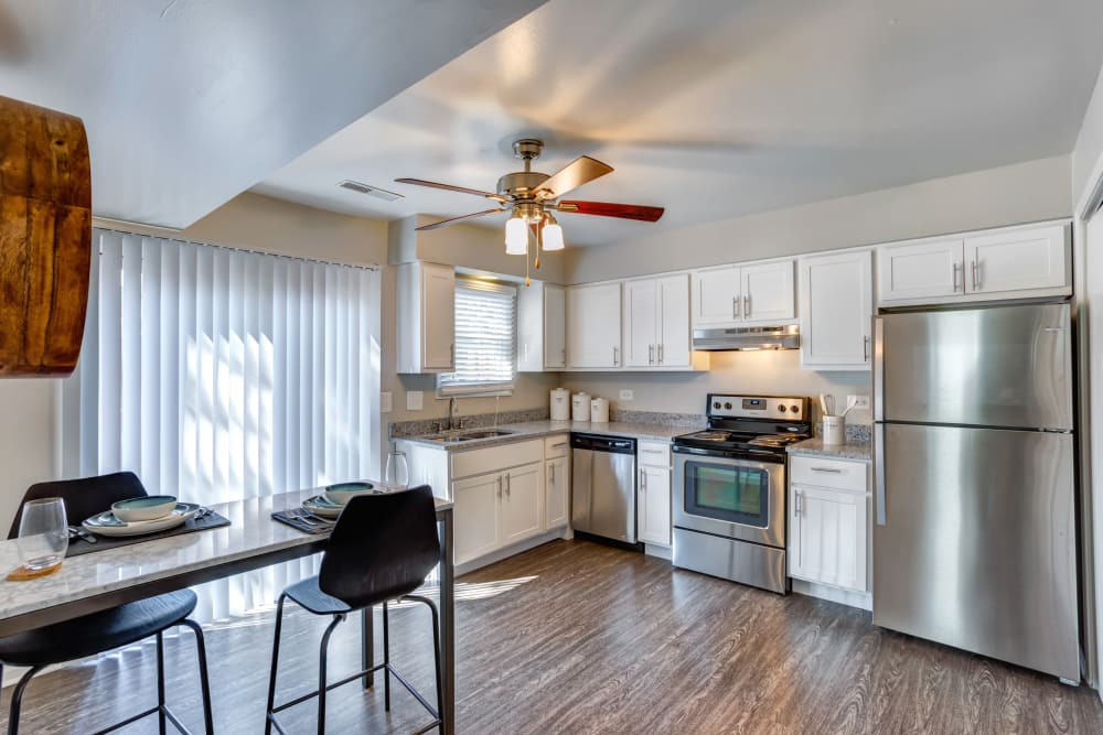 Aspen Place offers a spacious kitchen in Aurora, Illinois