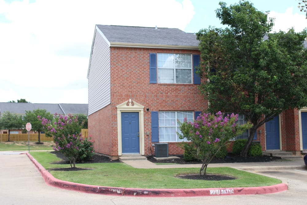 Exterior of apartments at Parcside in College Station, Texas