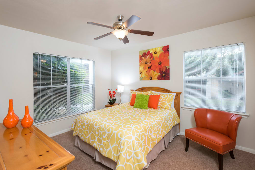 Sedona Ranch Apartments offers a cozy bedroom in San Antonio, Texas
