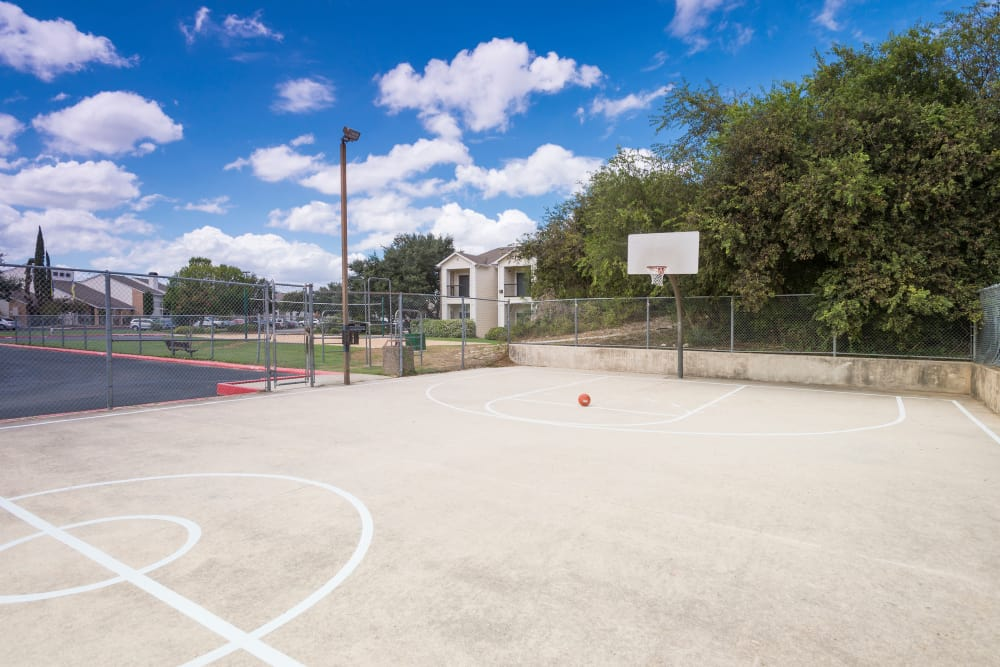 Outdoor basketball court at Stoneybrook Apartments & Townhomes in San Antonio, Texas