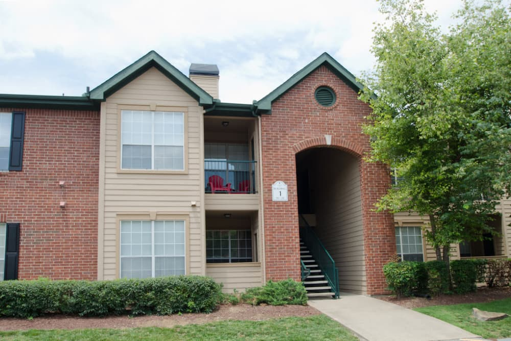 Exterior view of the apartments at Pinnacle Heights in Antioch, Tennessee