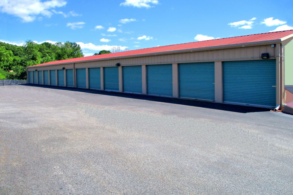 Beau Wide Driveways At Prime Storage In Dracut, Massachusetts