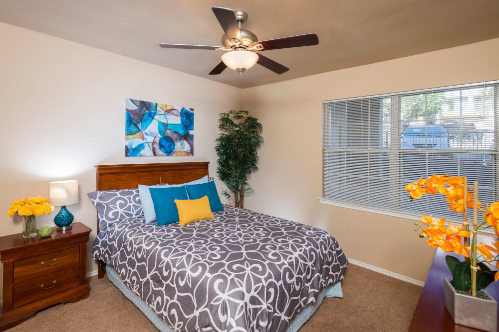 Mira Vista at La Cantera offers a cozy bedroom in San Antonio, Texas