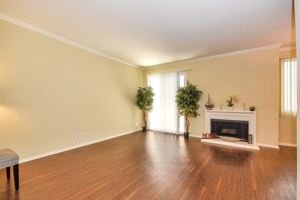 Hardwood floors and fireplace in open-concept floor plan of model home at IMT Beverly Arnaz in Los Angeles, CA