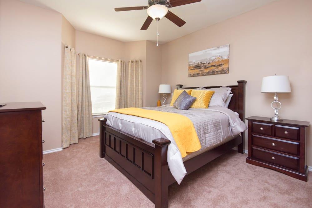 Villas of Preston Creek offers a spacious bedroom in Plano, Texas