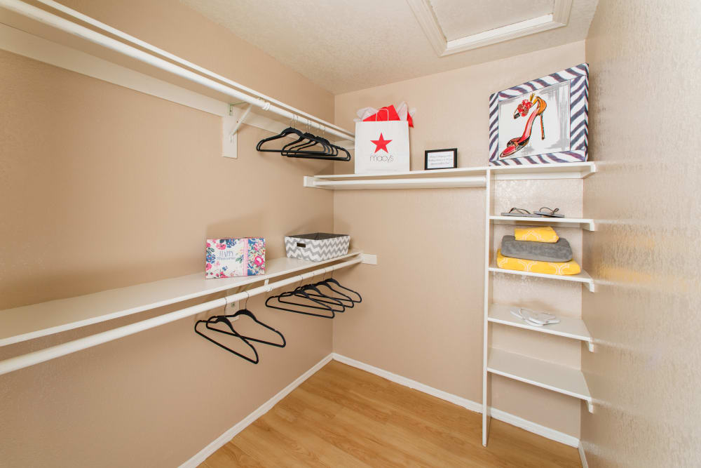 Enjoy Apartments with Walk-in Closets at The Palisades at Paradise Valley Mall in Phoenix, Arizona