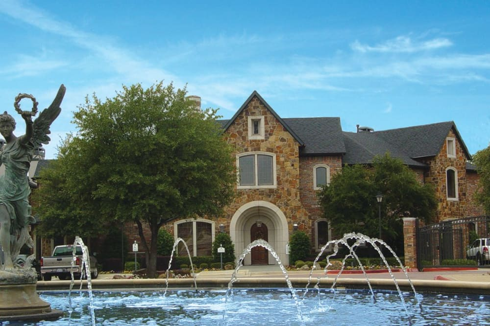 An exterior view of Villas at Parkside with water feature in Farmers Branch, Texas