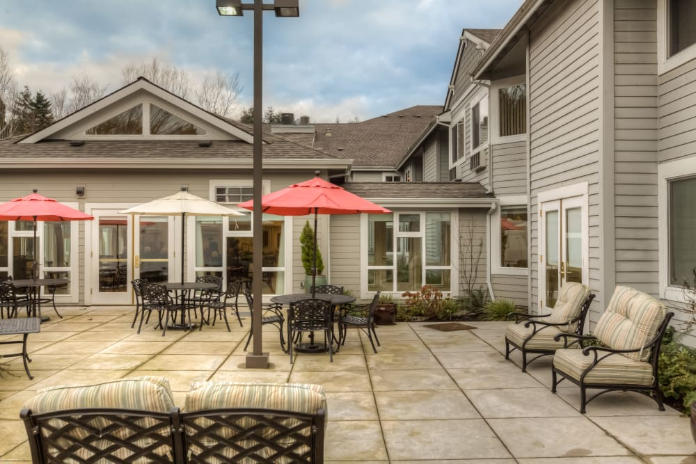 Regency Park offers a senior living facility with a courtyard in Portland, Oregon