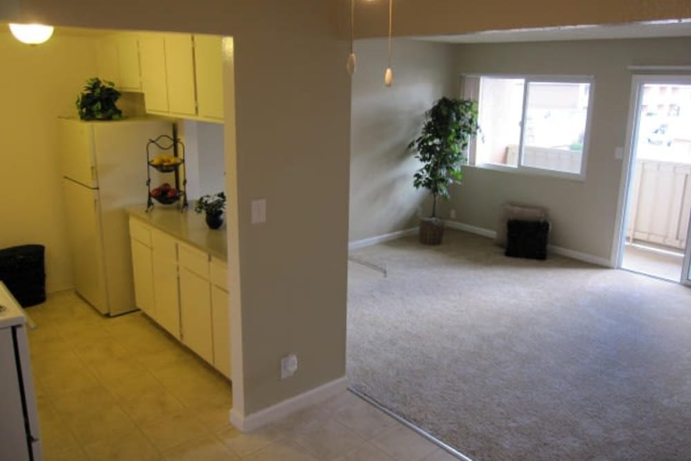 A view of the kitchen and dining area at Villa del Rio Apartments in Sacramento, CA