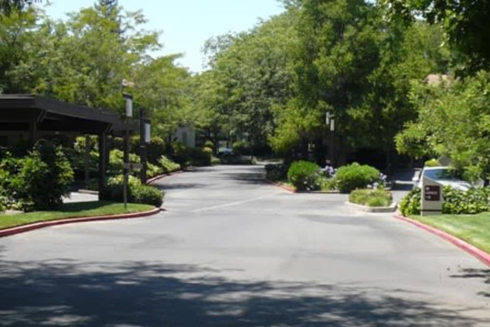 Front entrance to Ardendale Apartments in Sacramento, CA