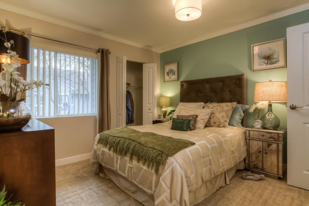 Master bedroom at Regency Park in Portland, Oregon