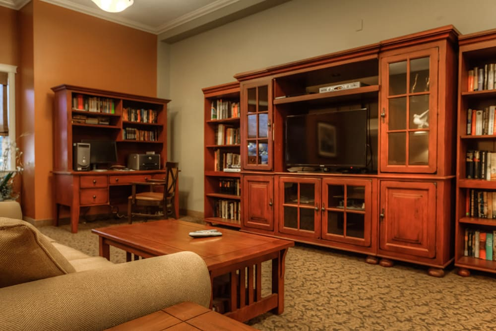 TV room at Royalton Place in Milwaukie, Oregon