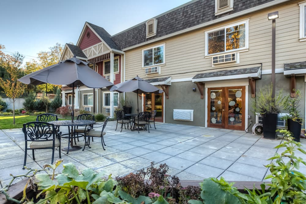 Courtyard at Royalton Place in Milwaukie, Oregon