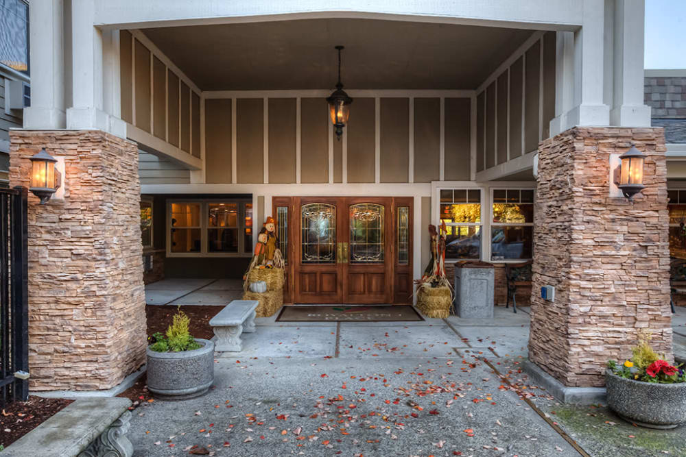 Main entrance of Royalton Place in Milwaukie, OR