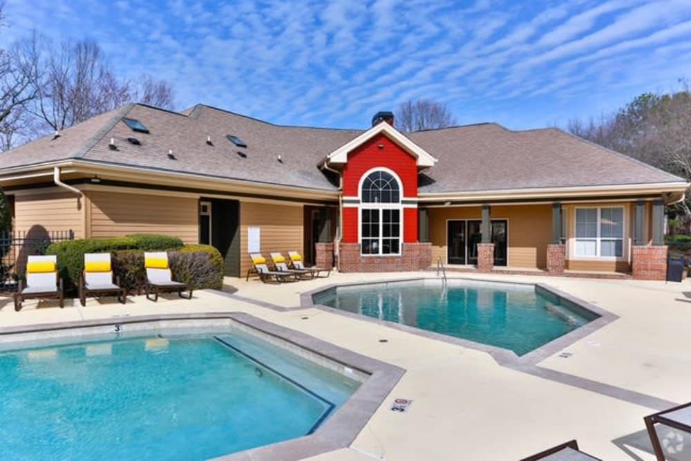 The Madison offers a state-of-the-art swimming pool in Charlotte, North Carolina