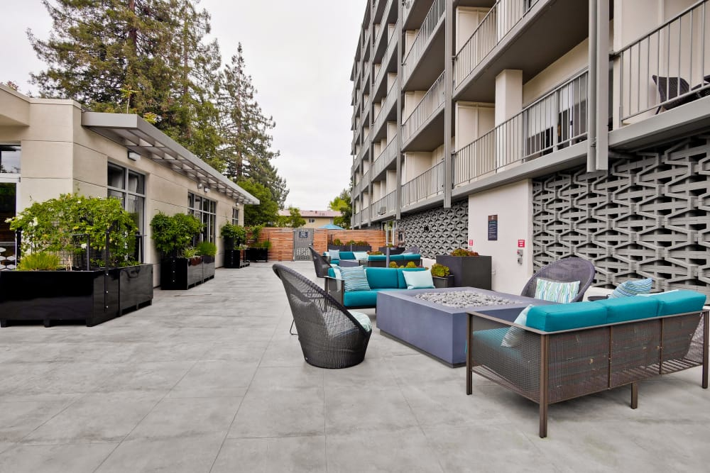 Outdoor Seating and Lounge at Mia Apartments