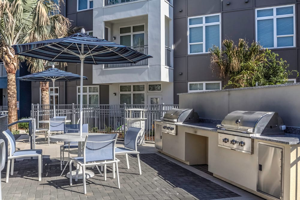 apartments with outdoor grill areas